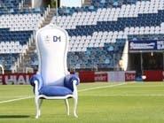 نادي خيمناسيا يصنع عرشاً لمدربه مارادونا
