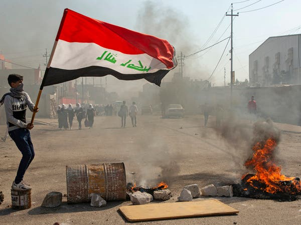 البصرة تشتعل.. اعتقالات وحرق خيم المعتصمين