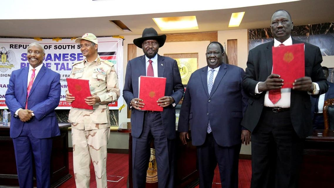 South Sudan's President Mayardit, deputy head of SPLM Arman, head of the military council Lieutenant General Dagalo, Chairman Galwak and SPLM-N chief of staff General El-Omda pose after the signing the Sudan's initial deal with rebel group in Juba. (Reuters)
