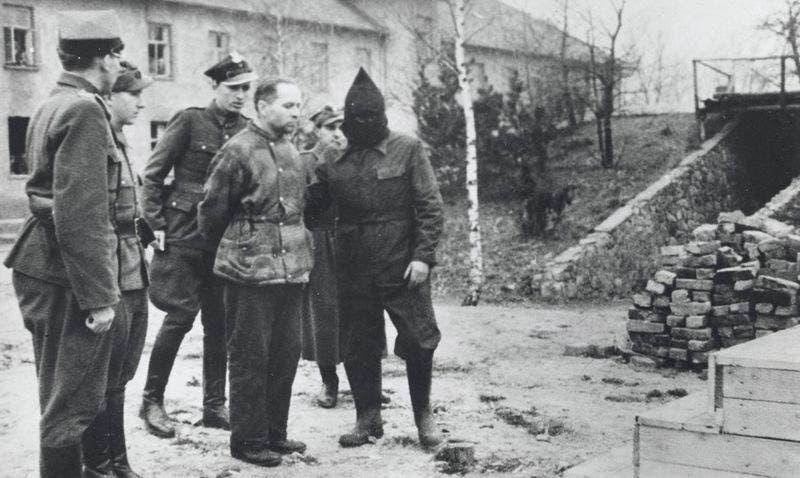 صورة لرودولف هوس قائد معسكر أوشفيتز قبل اعدامه