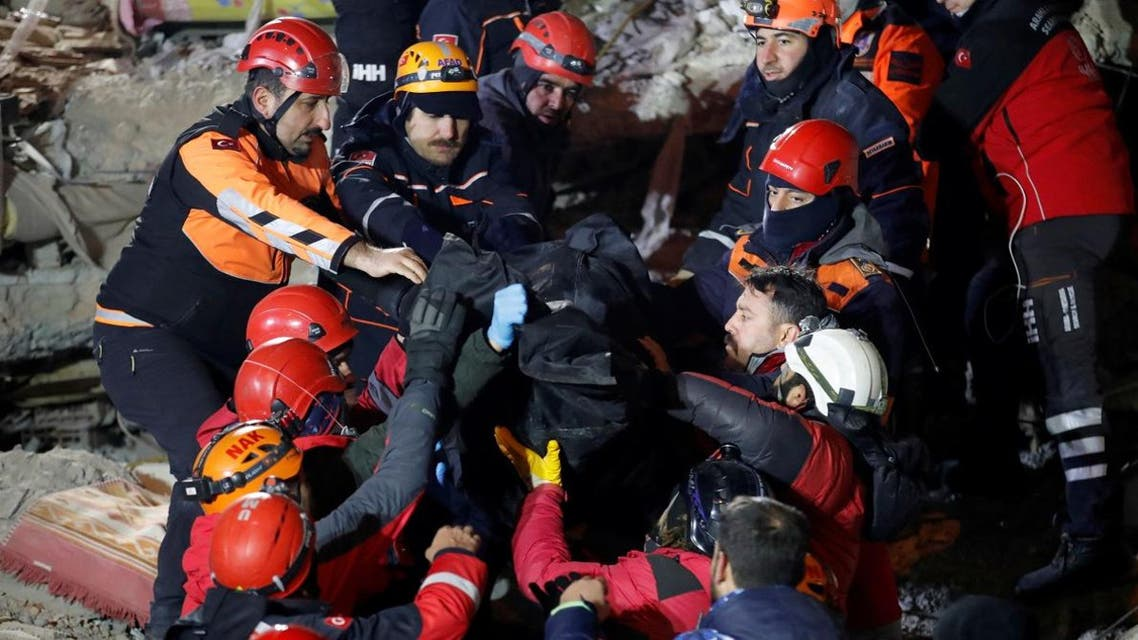 Rescue workers carry the body of an earthquake victim in Elazig, Turkey, January 26, 2020. (Photo: Reuters)