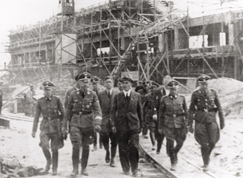 صورة لهملر عند زيارته لمعسكر أوشفيتز
