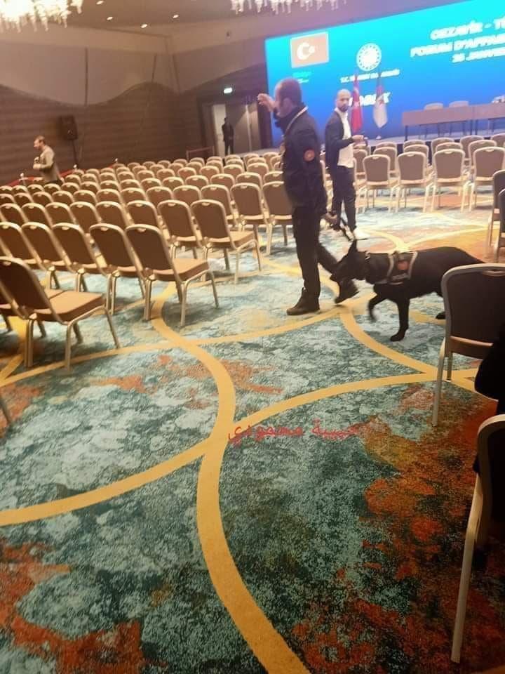 حرس أردوغان داخل قاعة المؤتمر