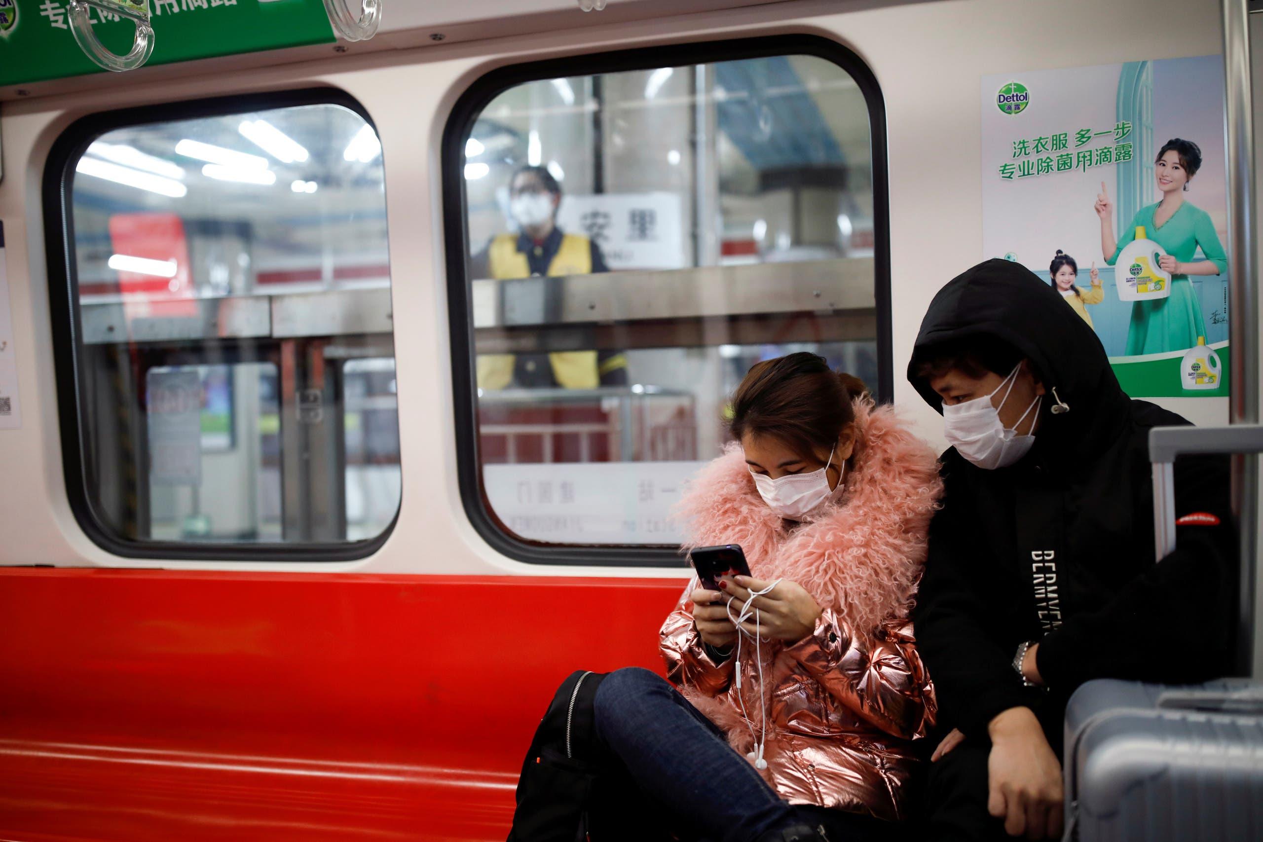 الأقنعة تساعد في الحماية من الفيروس