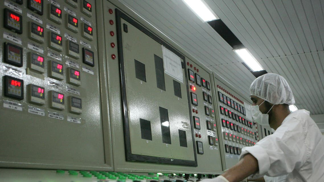 An Iranian technician works at the control room of the Isfahan Uranium Conversion Facilities (UCF), 420 kms south of Tehran, 03 February 2007. (AFP)