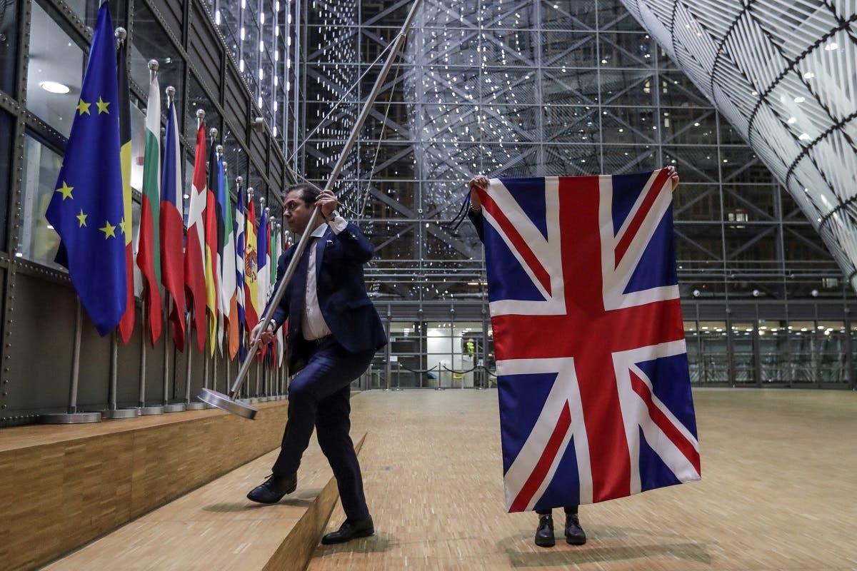 إنزال العلم البريطاني من مقر الاتحاد