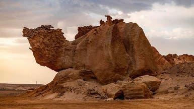"""""""صخرة الجمل """".. معلم طبيعي في خارطة سياحة بمحافظة الوجه"""