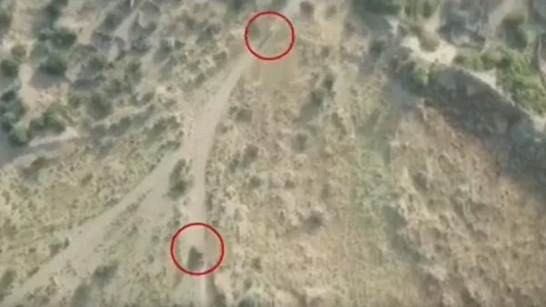 فيديو يظهر لحظة هروب الحوثيين في الحديدة.. وانقلاب طقم