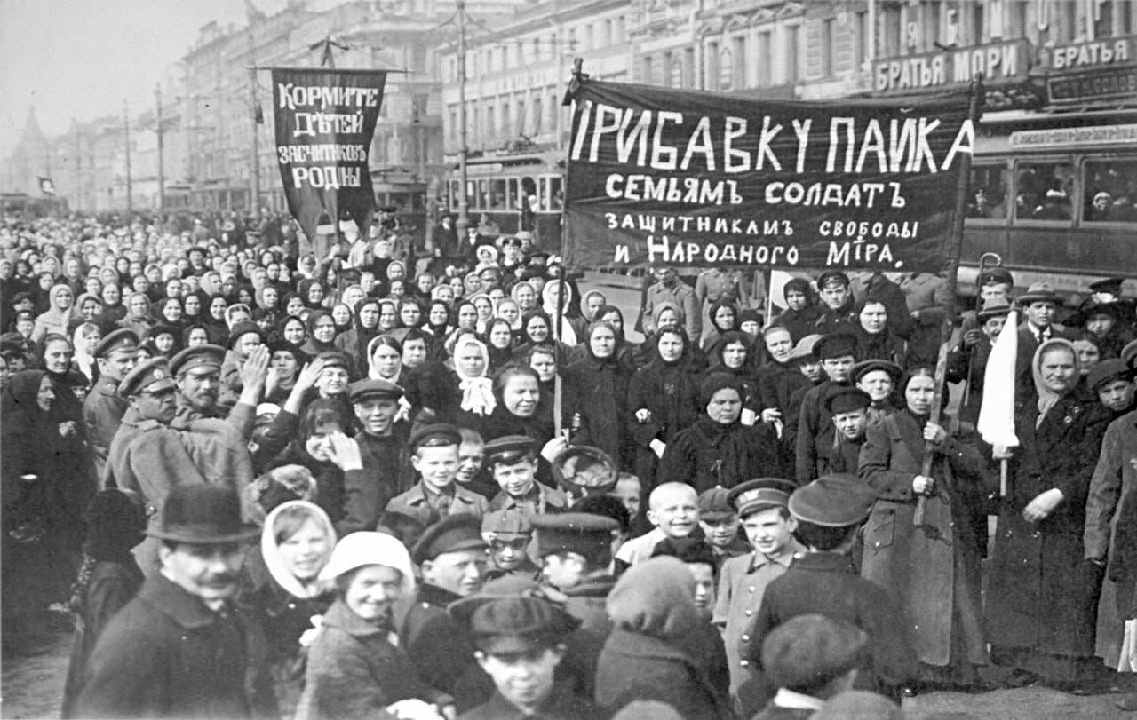 صورة لجانب من احتجاجات الروس في خضم ثورة فبراير