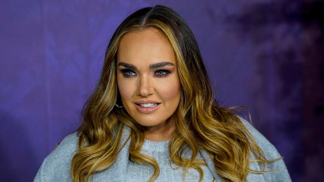 """British model and socialite Tamara Ecclestone poses on the red carpet as he arrives to attend the European premiere of the film """"Frozen 2"""" in London on November 17, 2019. (File photo: AFP)"""