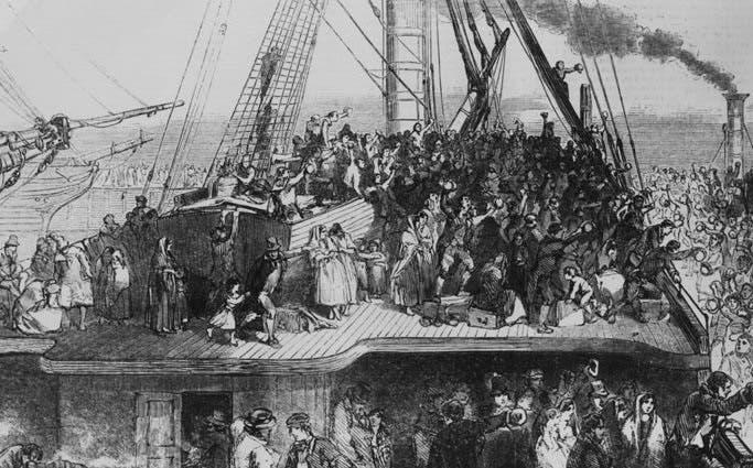 رسم تخيلي يجسد حالة الإكتضاظ على متن السفن التي انطلقت من أيرلندا نحو القارة الأميركية