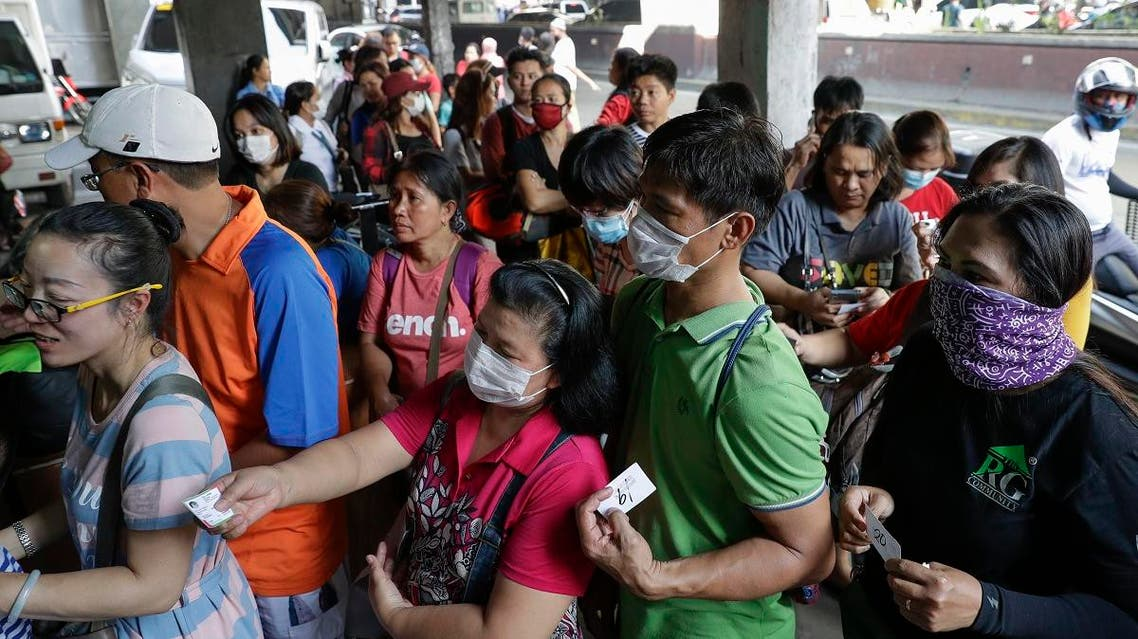 People queue up to buy protective face masks at a store in Manila, Philippines, Thursday, Jan. 30, 2020. (Photo: AP)