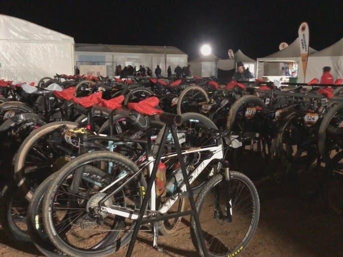 150 درّاج عالمي يعيشون تجربة الضيافة السعودية في الصحراء مدة 4 ايام