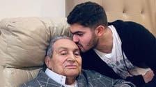 مشكلات بالأمعاء.. مبارك يظهر بصورة بعد جراحة دقيقة