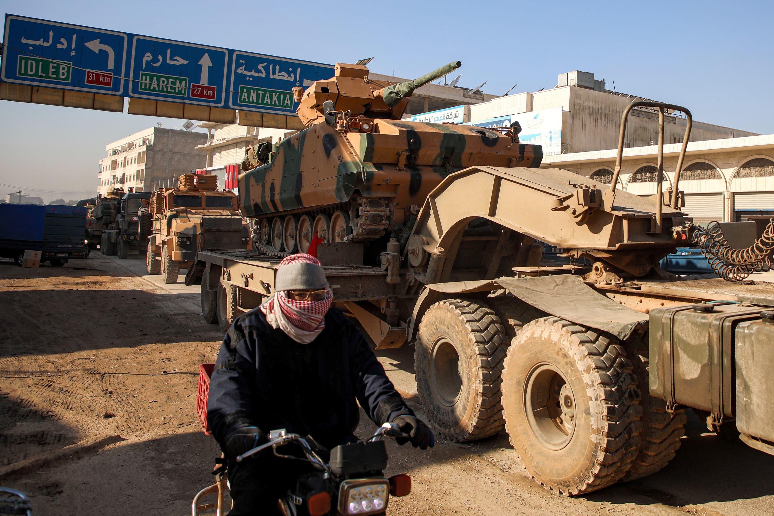 آليات تركية في إدلب (فرانس برس)