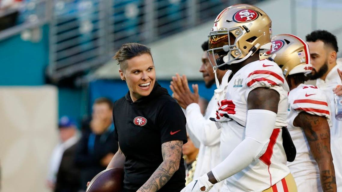San Francisco 49ers offensive assistant Katie Sowers talks with players before the NFL Super Bowl 54 football game. (Photo: AP)