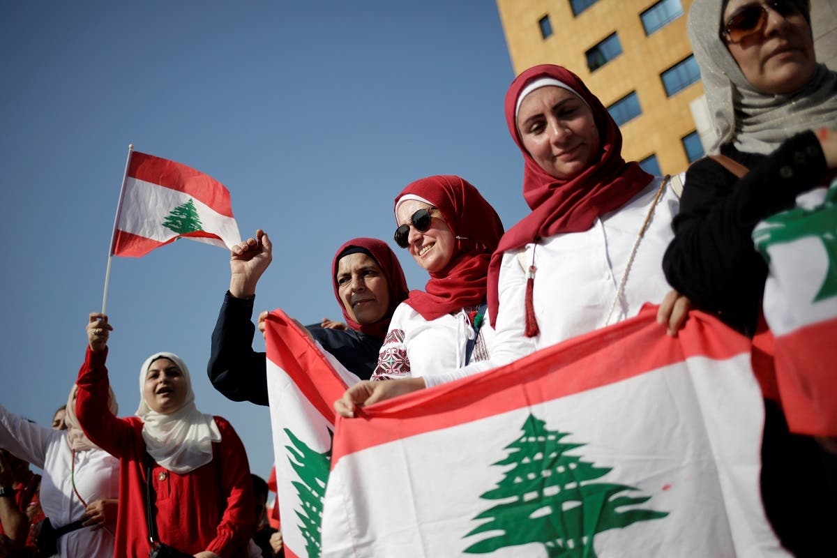 Women carry national flags during ongoing anti-government protests near the Ministry of Education and Higher Education in Beirut, Lebanon November 7, 2019. (File photo: Reuters)