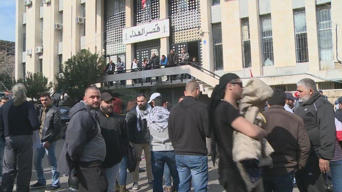لبنان تجمد أصول 20 مصرفا وممتلكات رؤسائها
