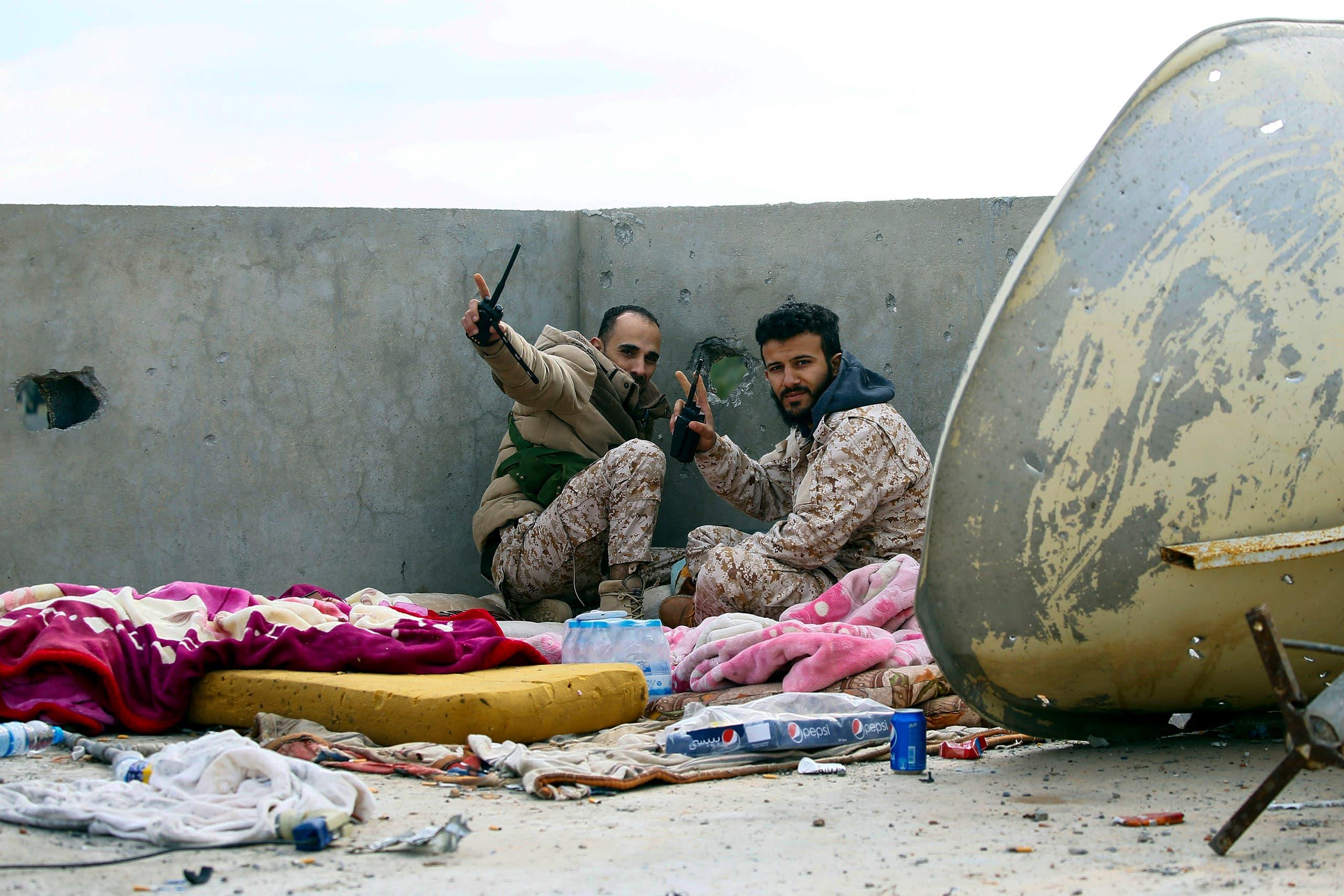 مقاتلون تابعون لفصائل الوفاق في العاصمة الليبية طرابلس (فرانس برس)