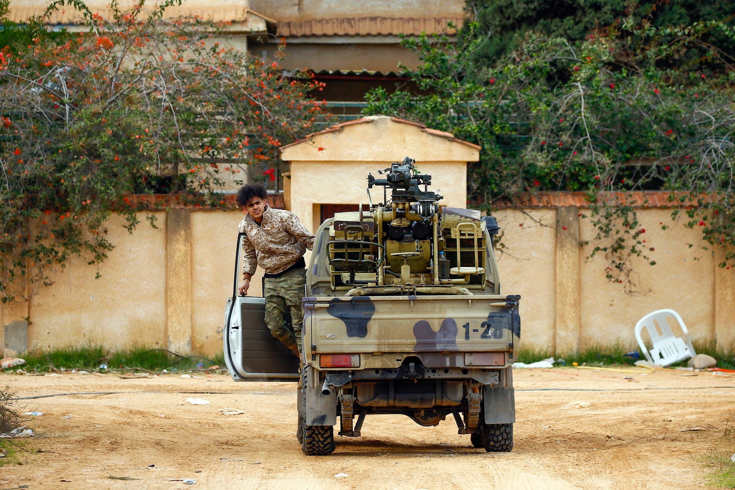 قوات تابعة لفصائل الوفاق في العاصمة الليبية طرابلس ( فرانس برس)