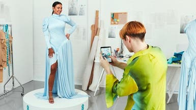 أول ثوب مُعزّز بتكنولوجيا 5G يظهر في حفل البافتا