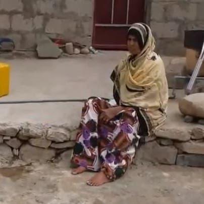 شاهد مأساة يمنية فقدت أسرتها وساقها وذراعها بمقذوف حوثي