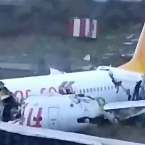 شاهد انشطار طائرة في إسطنبول بعد خروجها عن مسارها