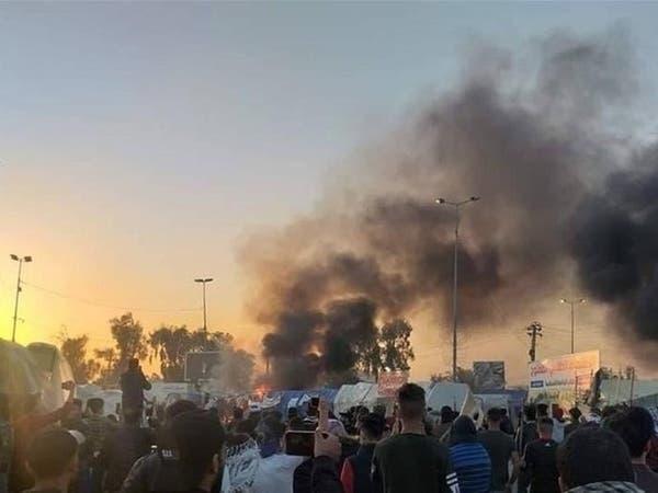 أنصار مقتدى الصدر يهاجمون المتظاهرين في النجف