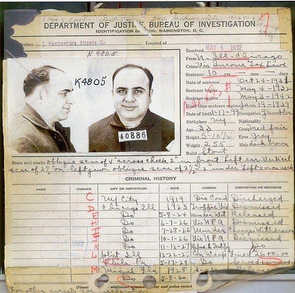 صورة لجانب من السجل الإجرامي لآل كابوني لدى مكتب التحقييقات الفيدرالي