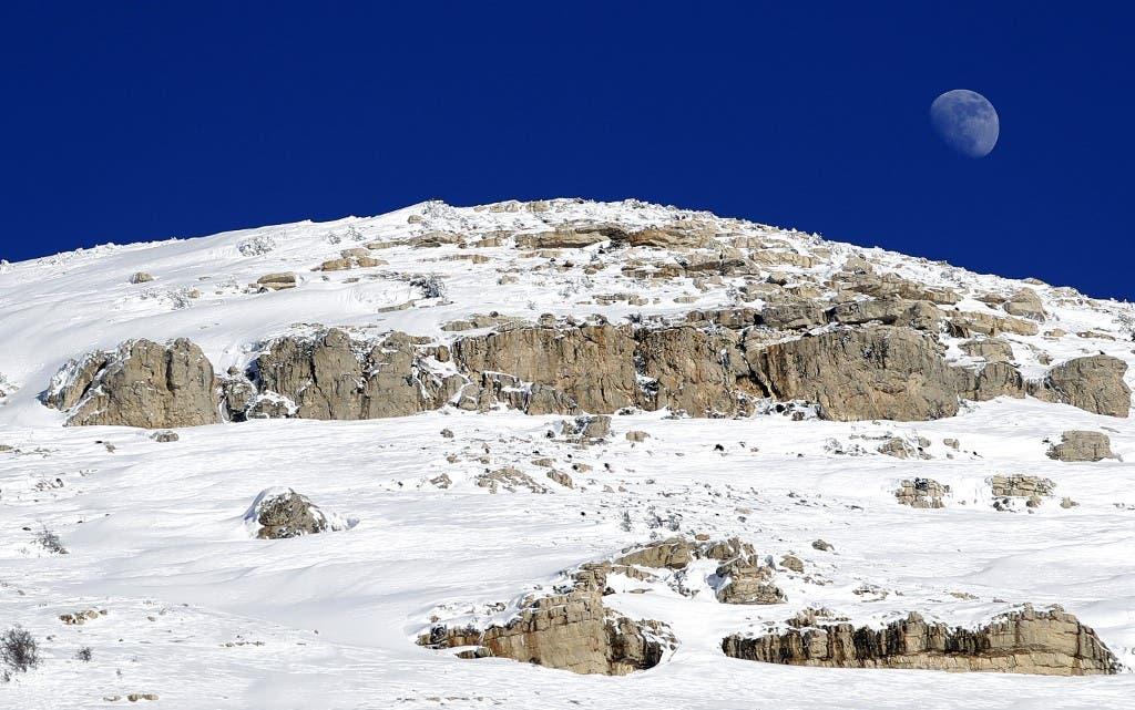 صورة للقمر في بلدة تنورين اللبنانية 6 فبراير
