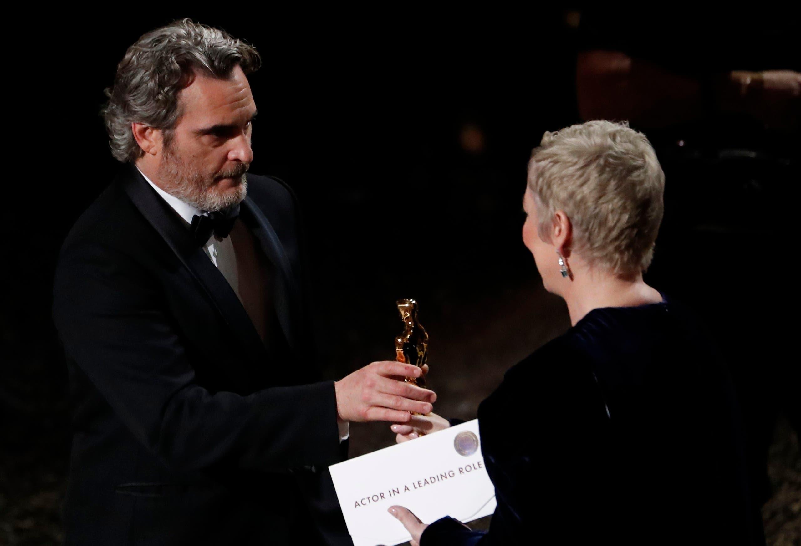 """يواكين فينيكس بطل فيلم """"الجوكر"""" يفوز بجائزة """"أفضل ممثل"""""""
