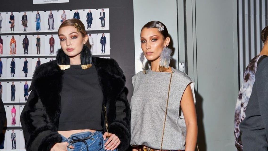 الأختان جيجي وبيللا حديد في عرض توم فورد