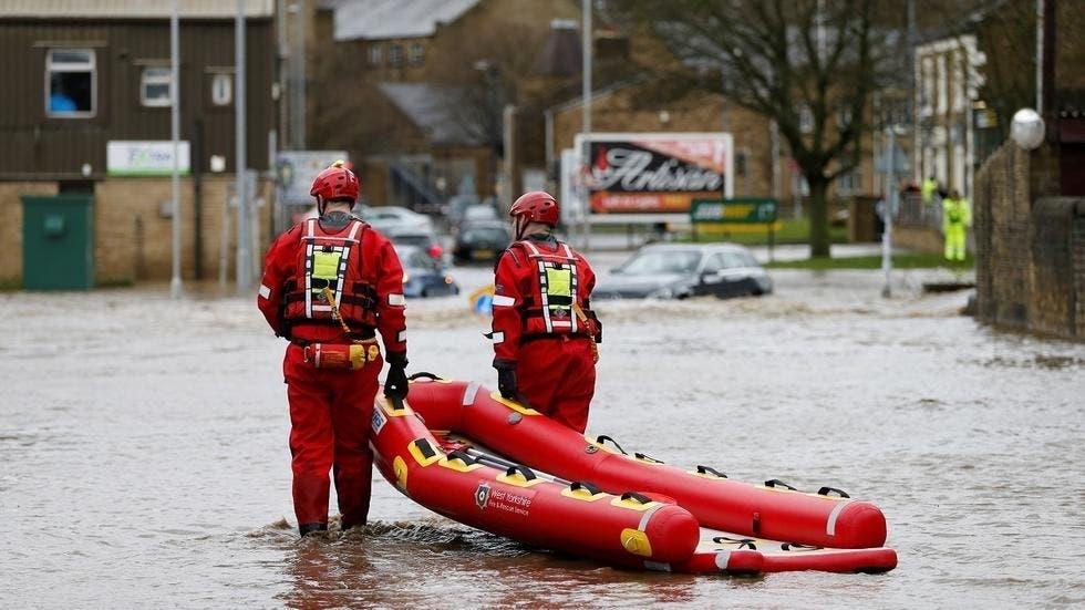 عمال الإنقاذ في بريجهاوس، ويست يوركشاير، بريطانيا