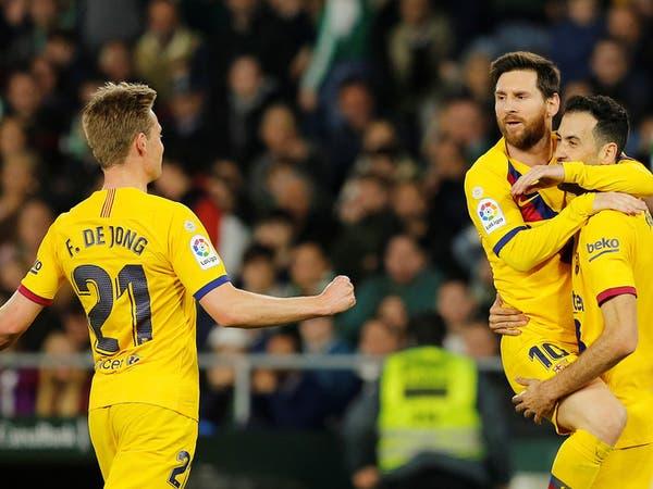 برشلونة يحبط مغامرة بيتيس بثلاثية