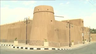 نشرة الرابعة | قصة مهندس ألماني تعلق في بلدة سدوس السعودية