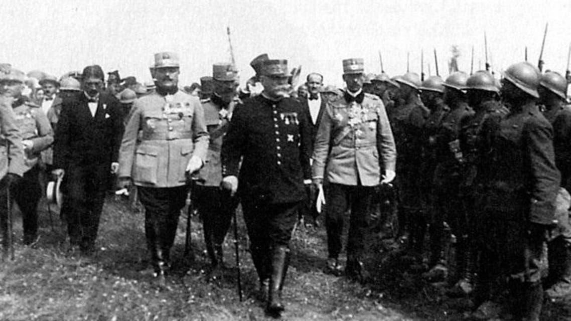 صورة للمارشال جوفر أثناء تفقده للجنود الرومانيين خلال الحرب العالمية الأولى