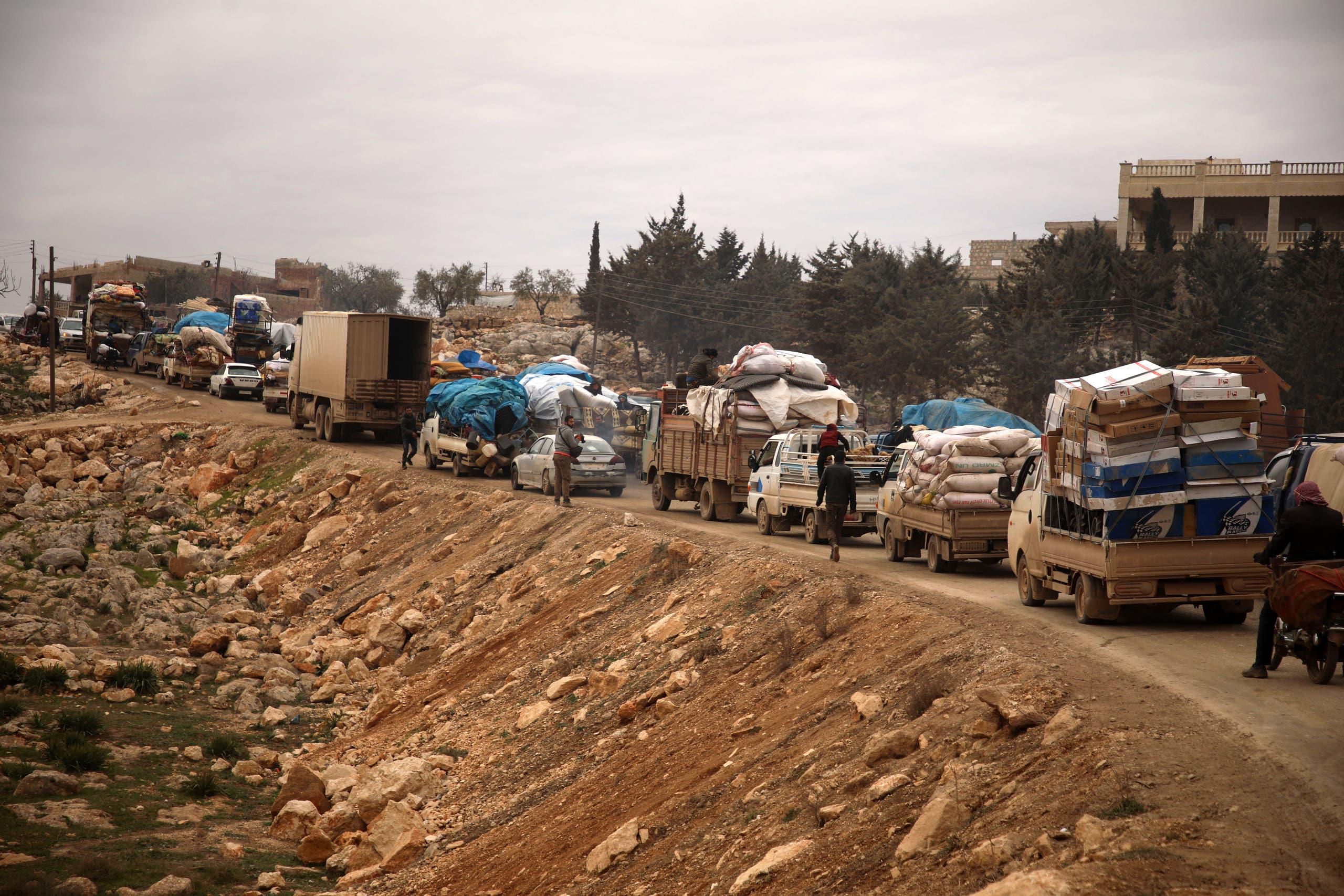 نازحون من ريف حلب الغربي يوم 11 فبراير (فرانس برس)