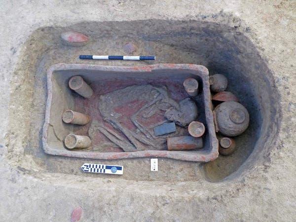 الدفن بوضع القرفصاء.. صور لاكتشاف مقابر أثرية في مصر