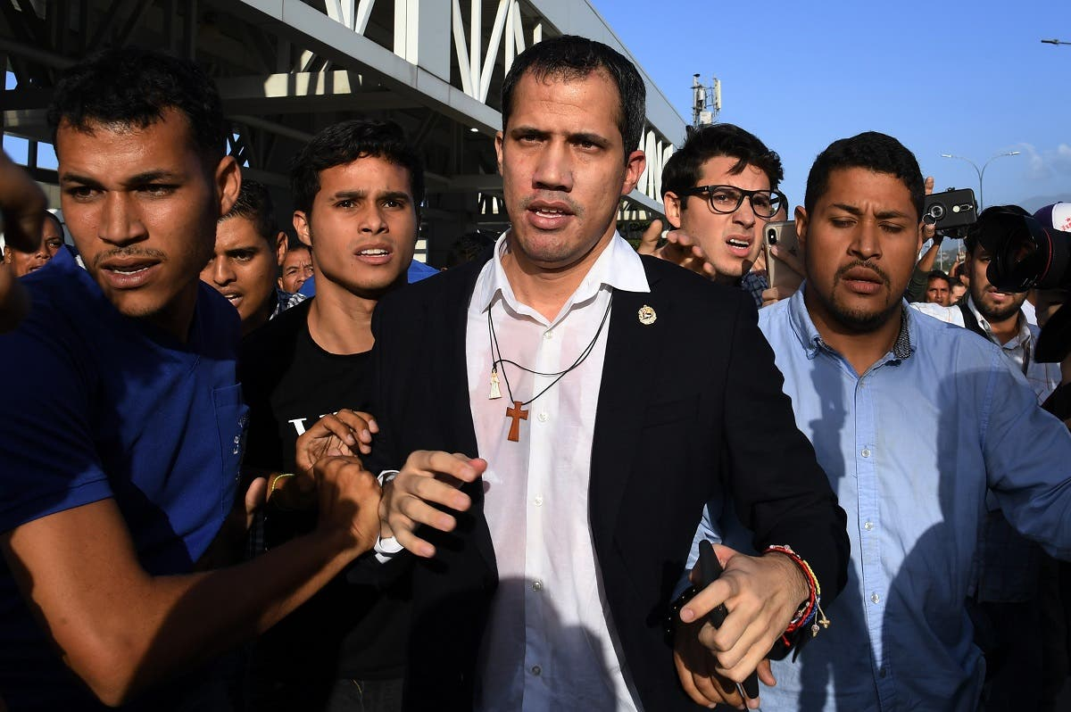 Venezuelan opposition leader and self-proclaimed acting president Juan Guaido (C) arrives at Simon Bolivar International Airport in Maiquetia, Vargas state, Venezuela. (AFP)