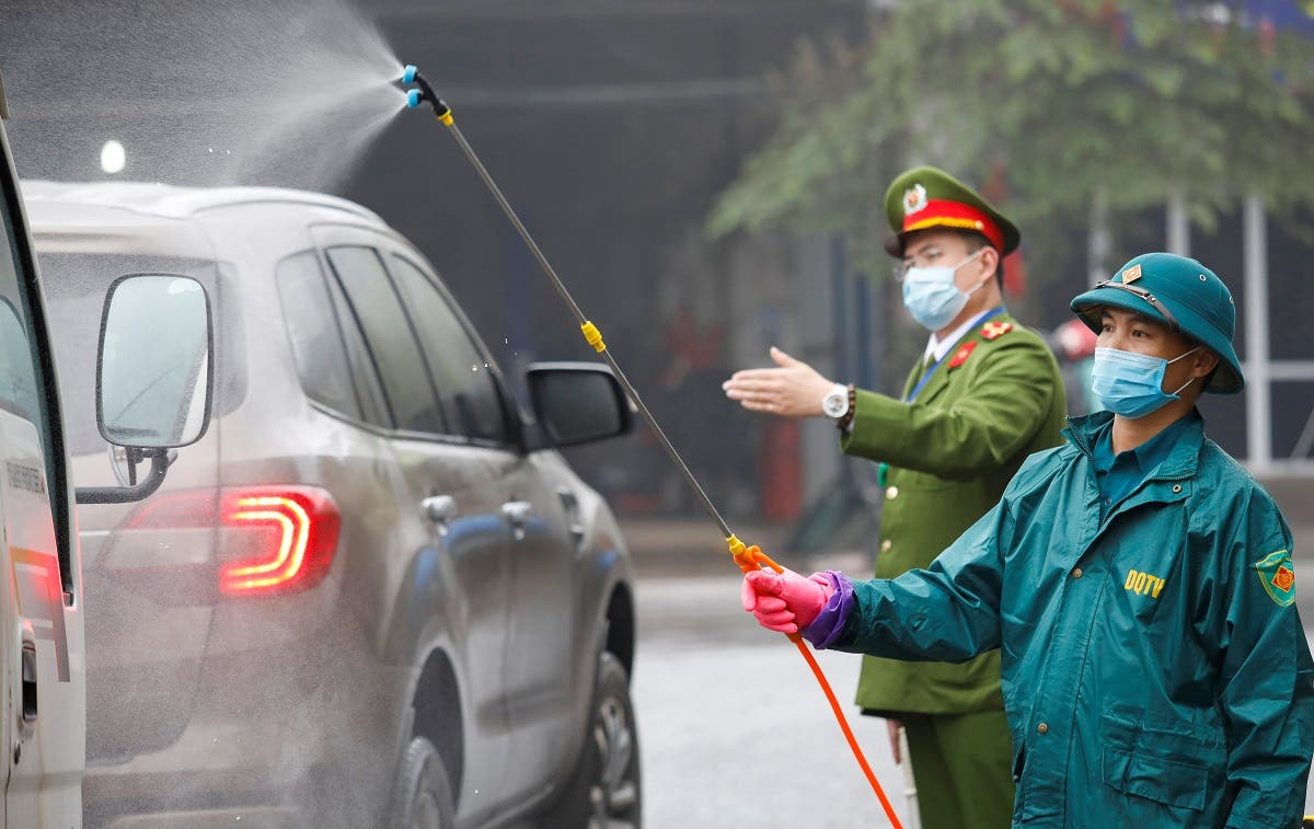 Members of anti-coronavirus team spray chemical into vehicles on a road in Thai Nguyen province, Vietnam February 7, 2020. (Photo: Reuters)