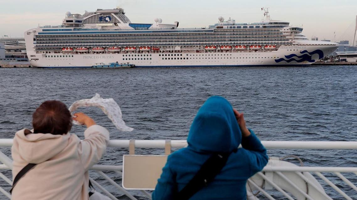 Tourists on a sightseeing cruise ship wave to passengers of the cruise ship Diamond Princess, which is anchored at Daikoku Pier Cruise Terminal in Yokohama, south of Tokyo, Japan February 12, 2020. (Photo: Reuters)