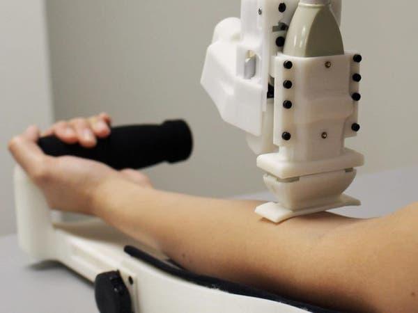 يرى تحت الجلد.. روبوت لسحب الدم بدقة أكثر
