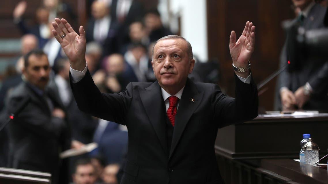 أردوغان خلال لقاء مع أعضاء ونواب حزبه في أنقرة (12 فبراير- فرانس برس)