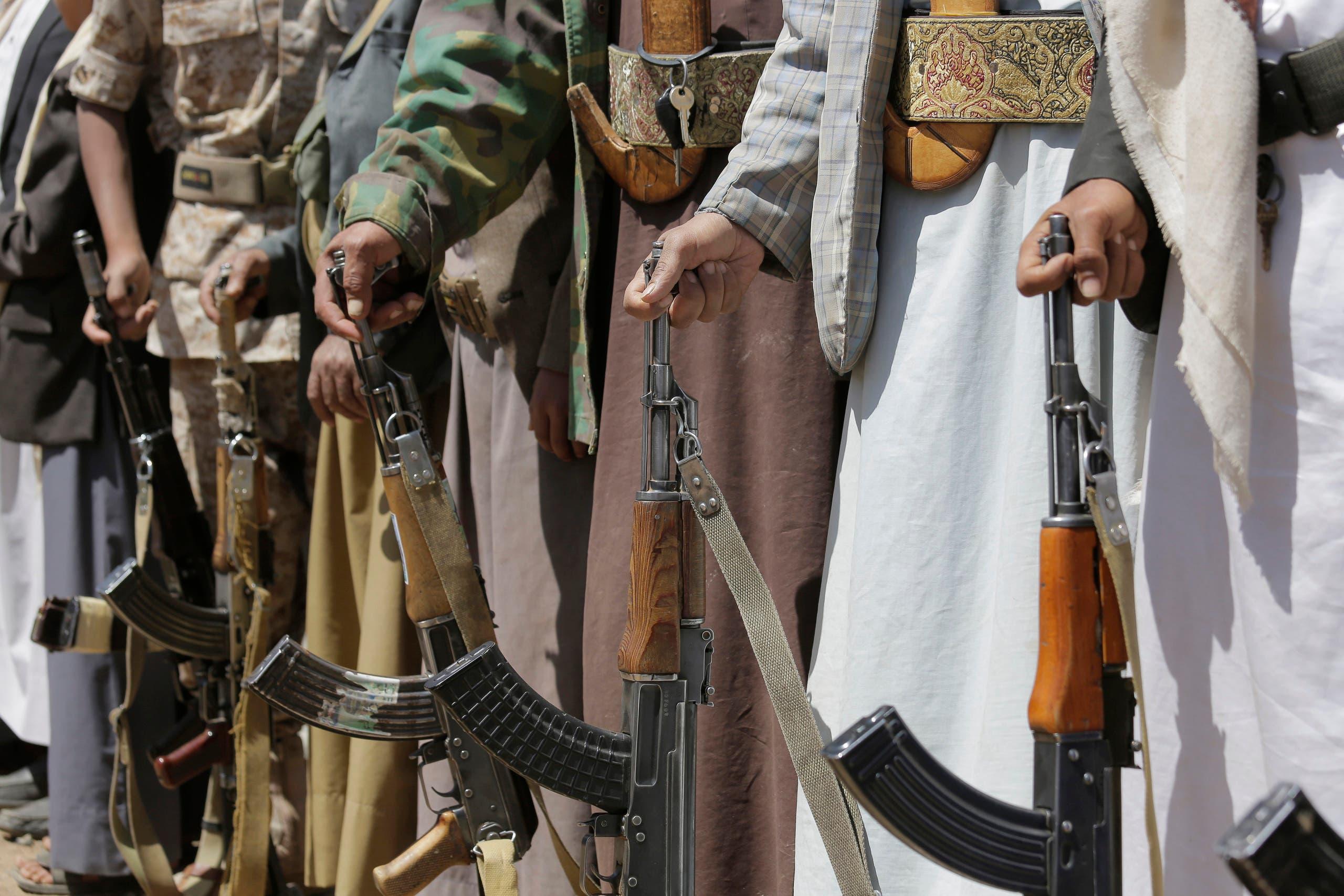 أسلحة يحملونها عناصر من ميليشيا الحوثي في صنعاء