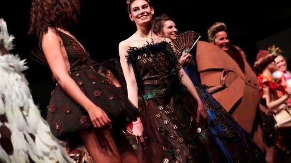 الموضة تعانق الشوكولاتة بعرض للأزياء في بلجيكا