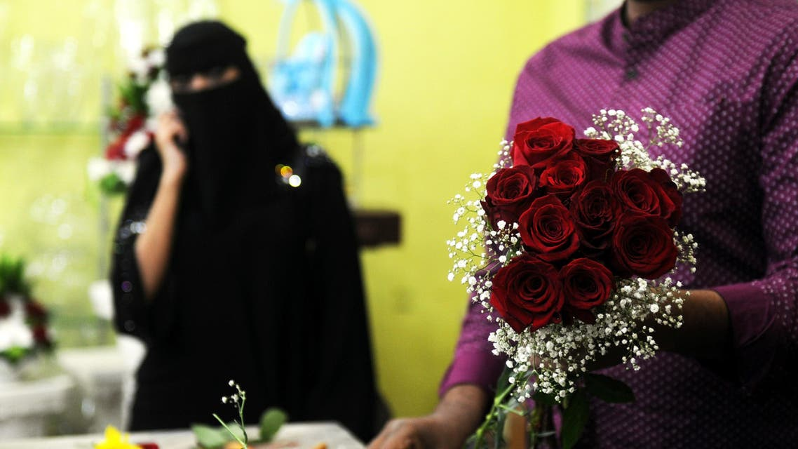 A florist prepares a Valentine's Day bouquet of flowers for a Saudi client at a flower shop in Jeddah on February 14, 2018. (AFP)