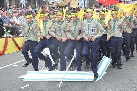 كشافة الجمعية يشاركون أحيانا في مسيرات وجنازات حزب الله