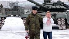 روسی فوجی افسرکا ٹینکوں کی گھن گرج میں محبوبہ کو شادی کا پیغام: ویڈیو جاری