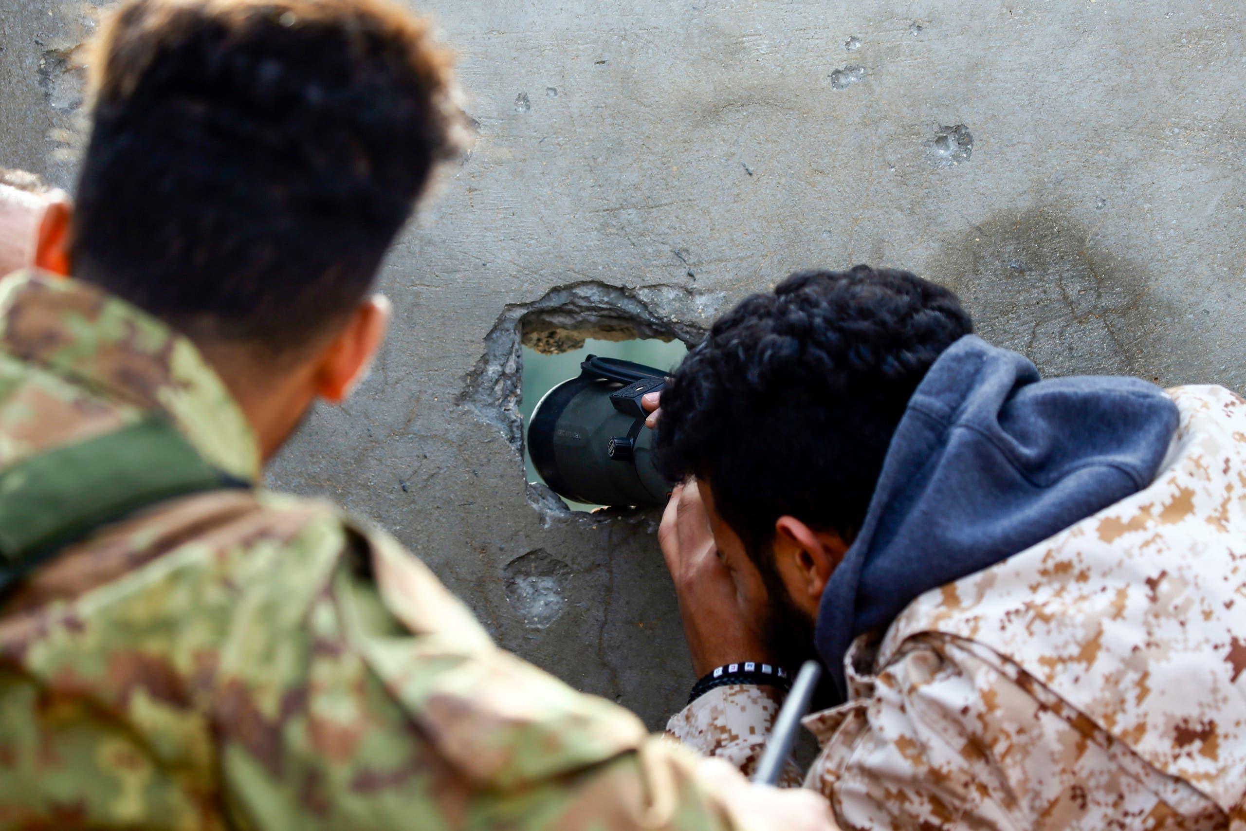 عناصر من الفصائل المسلحة في طرابلس (أرشيفية- فرانس برس)