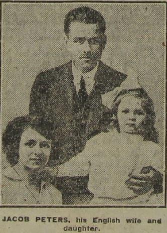 جيكابس بيترس رفقة زوجته وابنته